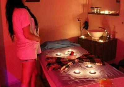 Oral Yapan Bayraklı Masaj Salonu Duygu